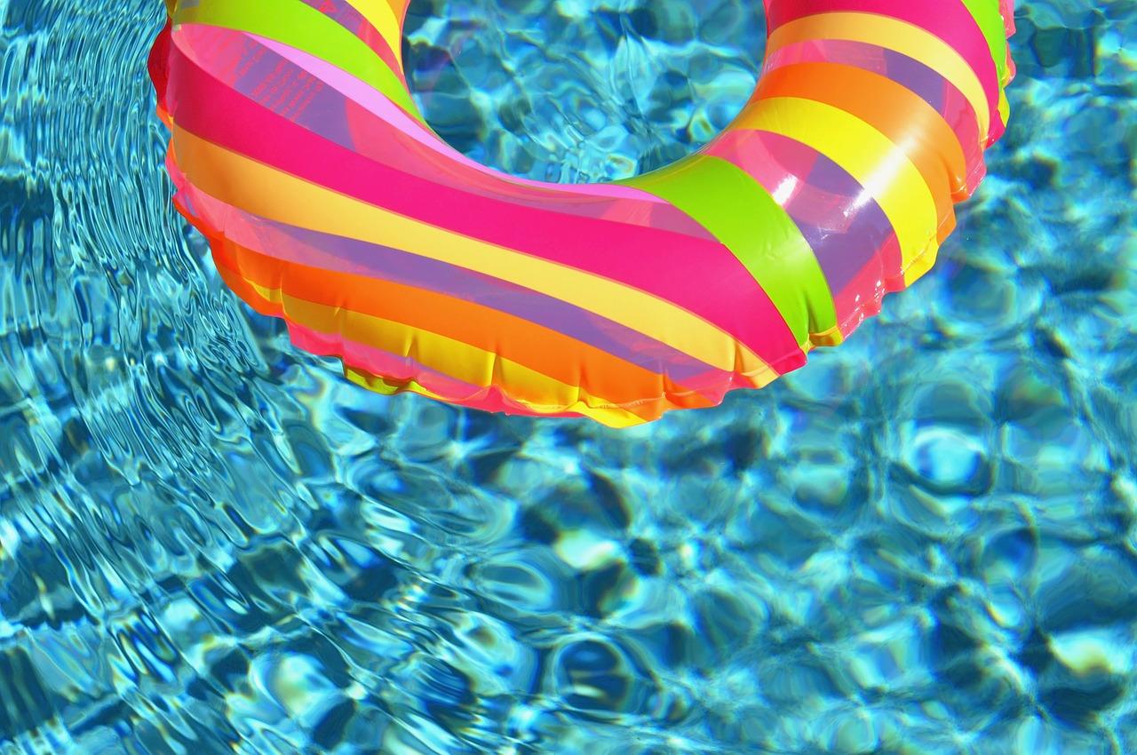 Plovací kruh ve vodě