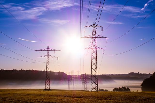 slunce a elektrická vedení
