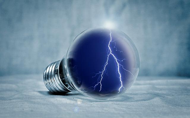 blesk v žárovcce